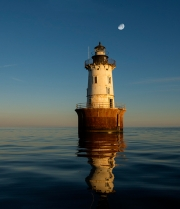 hoopers_lighthouse_at_sunset